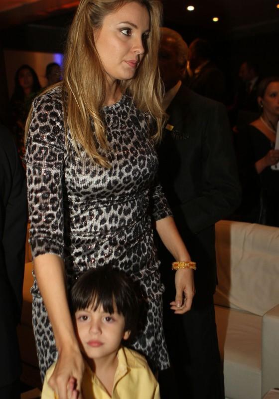 Marcela Temer e o filho Michelzinho (Foto:  Zanone Fraissat/Folhapress)