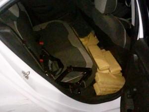 Abordagem ao veículo foi realizada em Teodoro Sampaio (Foto: Polícia Militar/Cedida)