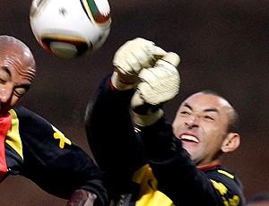 Gomes goleiro do brasil em treino (Foto: AP)