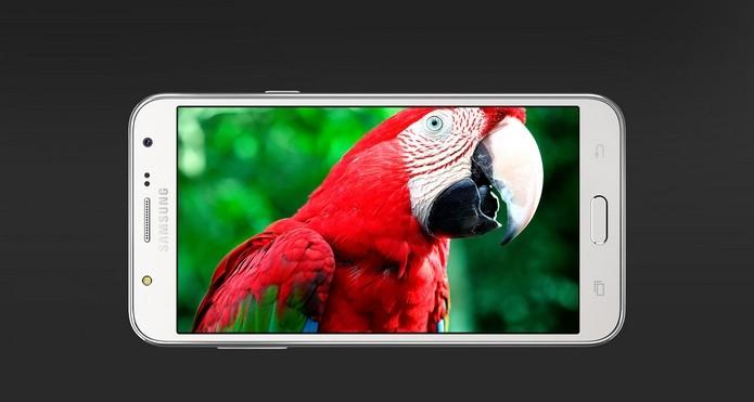 Display do Galaxy J7 tem 5,5 polegadas e resolução HD (Foto: Divulgação/Samsung)