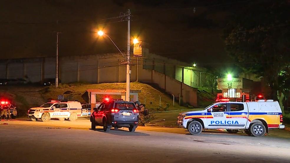 Detentos fazem motim em três pavilhões da Presídio Antônio Dutra Ladeira, em Ribeirão das Neves, na Região Metropolitana de Belo Horizonte (Foto: Reprodução/ TV Globo)