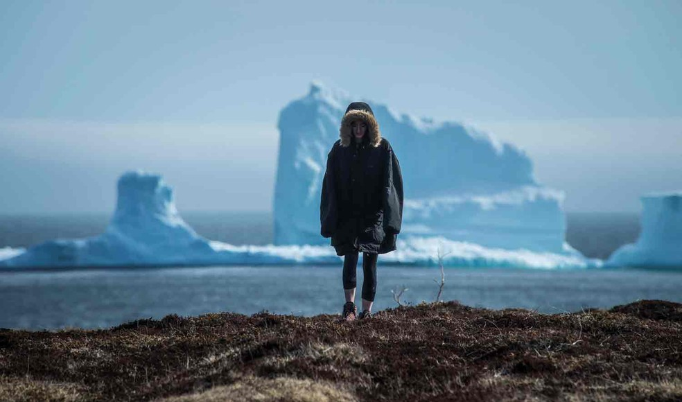 Turistas visitam Ferryland para ver de perto um iceberg  (Foto: Greg Locke/Reuters)