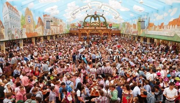 Equipe foi até a Oktoberfest da Alemanha (Foto: Reprodução/RBS TV)
