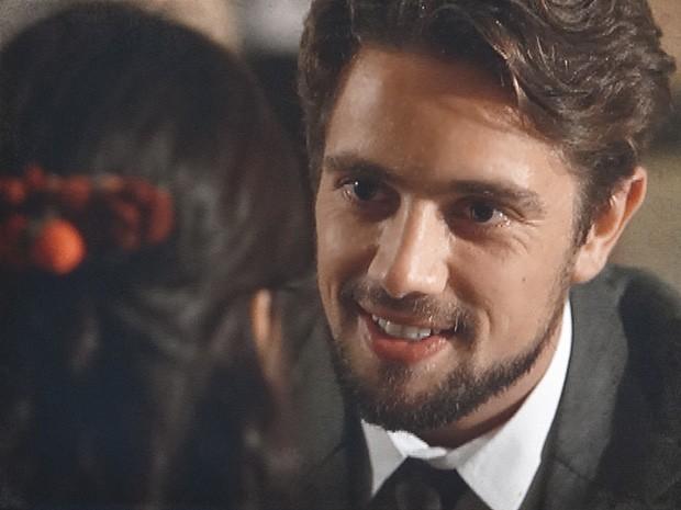 Albertinho joga charme para cima de Gilda e se dá mal (Foto: Lado a Lado / TV Globo)