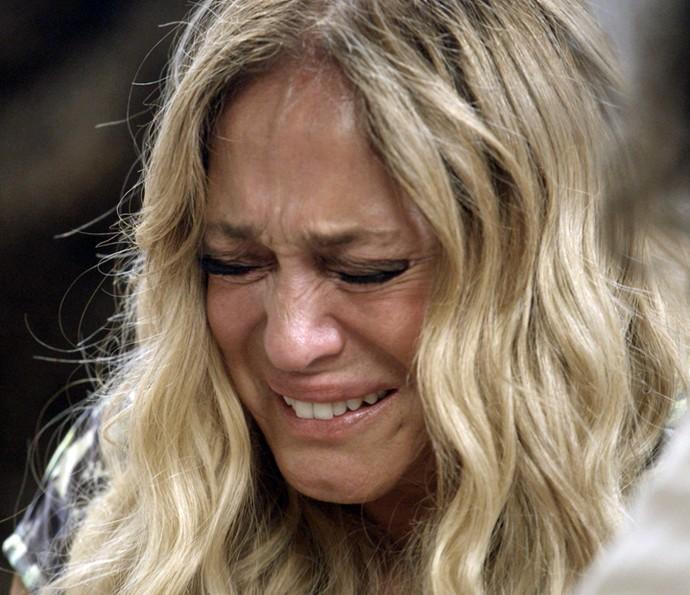 Adisabeba chora diante de Zé Maria (Foto: TV Globo)