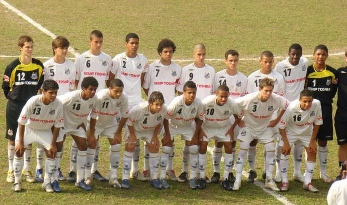 Pedro Henrique (com a 17) no time de Neymar (10) (Foto: Arquivo pessoal)