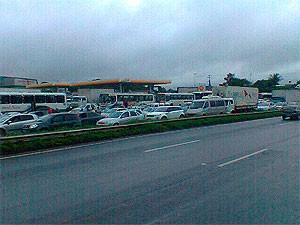 Congestionamento na BR-324 (Foto: Lílian Marques/ G1)