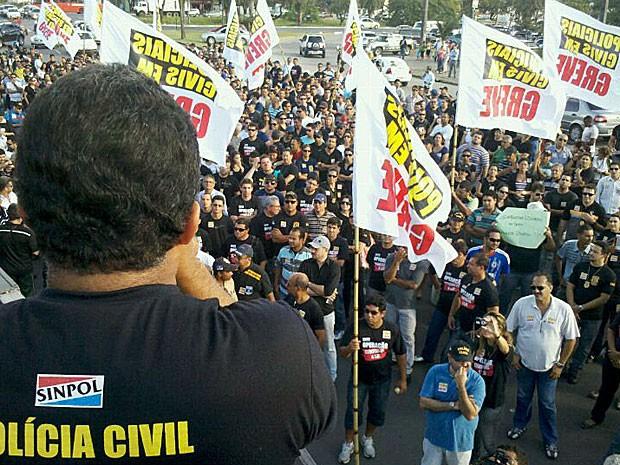 Passeata da Polícia Civil, no Recife (Foto: Luna Markman / G1)