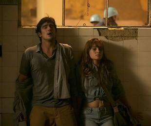 Renato Góes e Sophie Charlotte em 'Os dias eram assim' | Raphael Dias/Ghsow