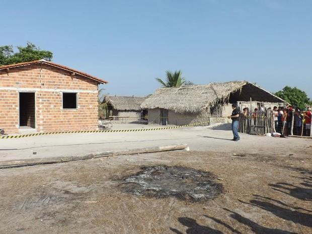 Crime ocorreu na casa onde três das vítimas moravam (Foto: Sousa Neto / Luzilândia On-line)