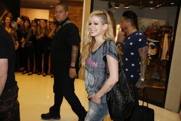 Avril Lavigne em loja no Rio (Foto: Felipe Panfili e Gabriel Reis / AgNews)