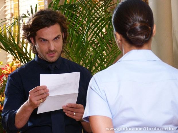 Isabel entrega intimação a Alberto (Foto: Flor do Caribe / TV Globo)