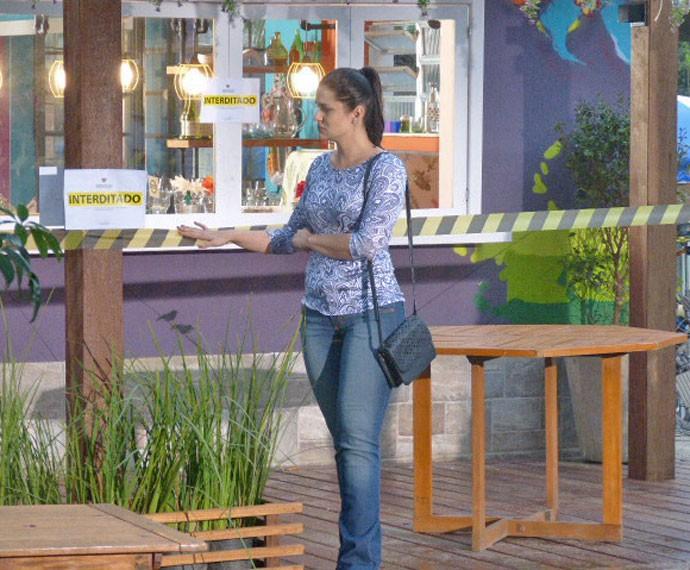 Olga fica inconsolável ao ver o Cebola Brava fechado (Foto: Fábio Rosso)