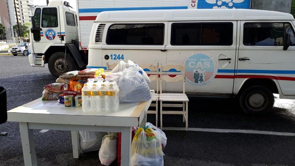 Donativos são recolhidos para entregar a vítima das chuvas na Mata Sul (Foto: Renato Ramos/TV Globo)