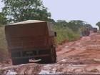 Agricultores de MT enfrentam lama e atoleiros no transporte da soja