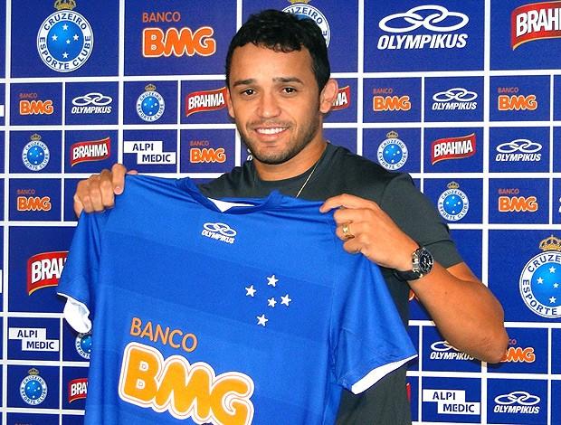 Charles é apresentado no Cruzeiro (Foto: Marco Antônio Astoni / Globoesporte.com)