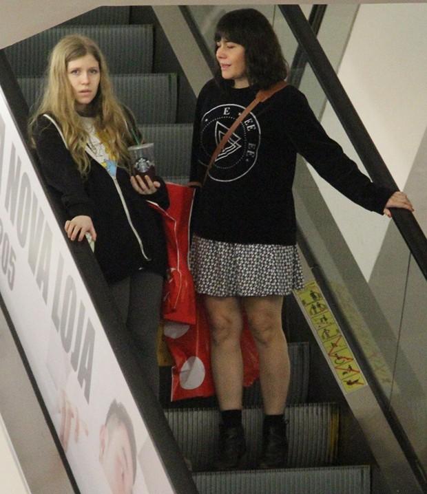 Alessandra Negrini com a filha, Betina (Foto: Wallace Barbosa/ Agnews)