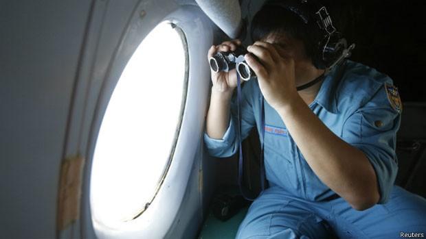 Milhares de quilômetros quadrados já foram vasculhados em busca do avião da Malaysia Airlines (Foto: Reuters)