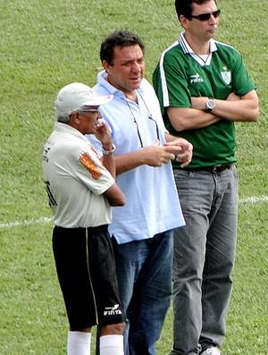 Givanildo Oliveira com o presidente Marcos Salum do América-MG (Foto: Ana Paula Moreira / Globoesporte.com)
