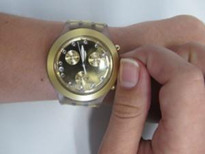 Relógios devem ser atrasados em uma hora à meia-noite deste sábado (19) para domingo (20) (Foto: Glauco Araújo/G1)
