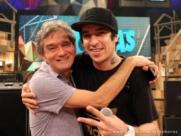 Serginho e Champignon se encontram na passagem de som d'A Banca (Foto: TV Globo/Altas Horas)