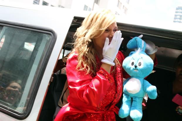 Carla Perez chega ao seu bloco infantil (Foto: Mauro Zaniboni /Ag Haack)