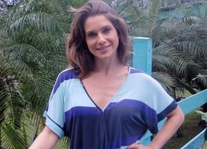 A atriz comemora aniversário nesta terça-feira junto à equipe de Malhação (Foto: Malhação / Tv Globo)