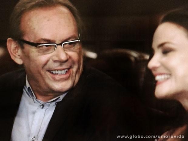Herbert ajuda a descontrair o clima (Foto: Amor à Vida/TV Globo)