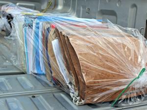 Documentos apreendidos por policiais civis durante operação, em RO (Foto: Taísa Arruda/G1)
