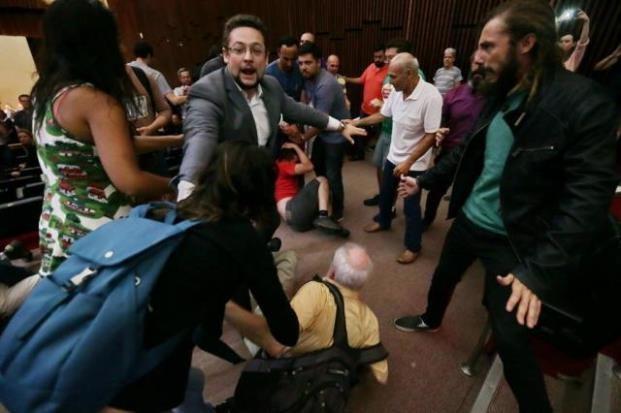 Evento com Bolsonaro na Assembleia Legislativa do RS teve confusão (Foto: Lauro Alves/Agencia RBS)