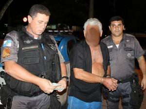 Idoso de 72 anos foi preso após atropelar senhora e não prestar socorro (Foto: Romário Barros/Lei Seca Maricá)