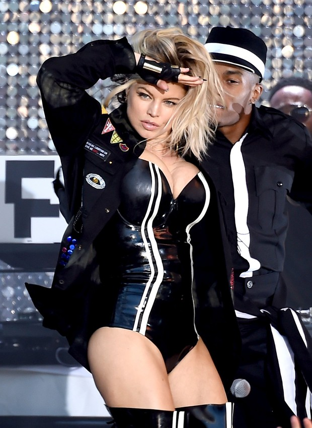 Fergie em show em Los Angeles, nos Estados Unidos (Foto: Kevin Winter/ Getty Images/ AFP)