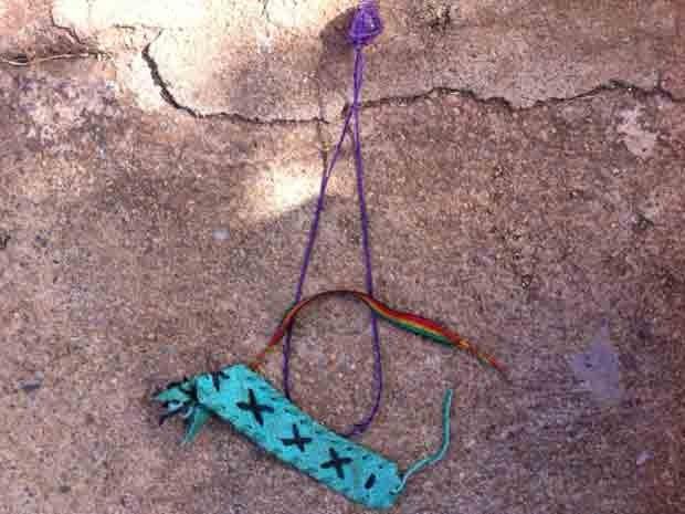 Artesanato comprado por irmão mais velho das crianças de suspeito de amarrá-las e queimá-las no DF (Foto: Luiza Facchina/G1)