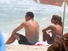 Ronaldo e Paula Morais jogam futevôlei e curtem praia do Leblon, no Rio