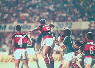 Goiás x Flamengo no Serra Dourada na final da Copa do Brasil de 1990 (Foto: O Popular)