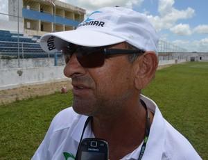 Danilo Augusto, treinador do Sousa no treino do time. Estádio Teixeirão em Santa Rita (Foto: Amauri Aquino / GloboEsporte.com)