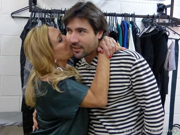 O casal não se desgruda mesmo! (Foto: Amor à Vida / TV Globo)