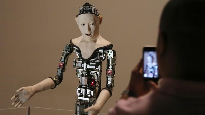 Robô japonês cria seus movimentos para reagir a estímulos do ambiente (Foto: Reprodução/Engadget) (Foto: Robô japonês cria seus movimentos para reagir a estímulos do ambiente (Foto: Reprodução/Engadget))