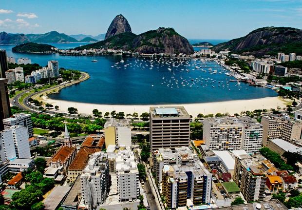 Vista do alto da Praia de Botafogo no Rio de Janeiro (Foto: Riotur)