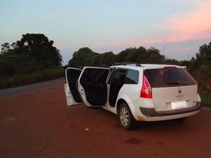 Carro usado por suspeitos foi encontrado (Foto: Polícia Civil/Divulgação)