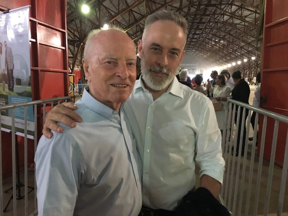 Adão José Turesso, de 90 anos, foi com o filho Marcos Turesso ao show (Foto: Heloise Hamada/G1)