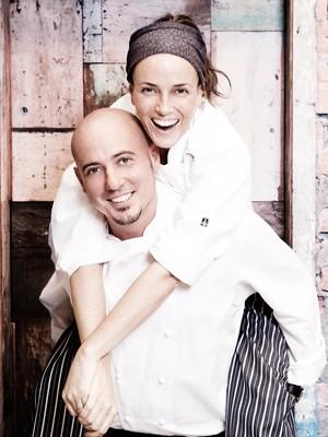 Helena Rizzo é carregada pelo marido, o também chef Daniel Redondo  (Foto: Divulgação)