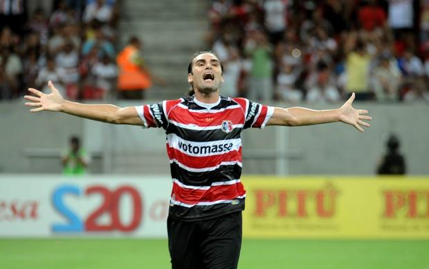 Léo Gamalho Santa Cruz x Porto (Foto: Aldo Carneiro / Pernambuco Press)