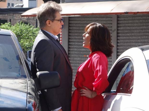 Felipe e Roberta ficam irritadíssimos e trocam ofensas (Foto: Guerra dos Sexos / TV Globo)