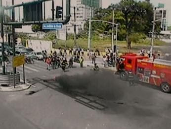 Protesto no Pina, Zona Sul do Recife. (Foto: Reprodução / TV Globo)
