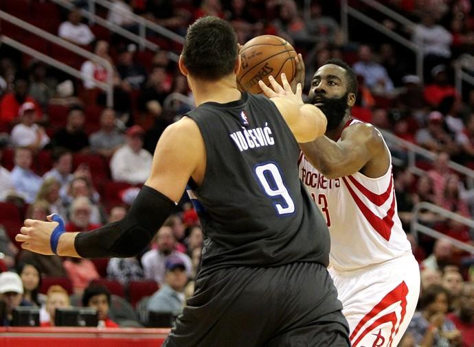 Harden foi mais uma vez o destaque na vitória dos Rockets (Foto: Erik Williams / USA Today / Reuters)