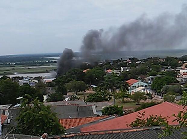 Fumaça podia ser vista de longe (Foto: Arney Barreto)