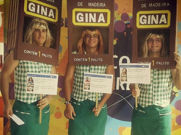 Grupo de amigos se vestem de 'Gina Indelicada' no Corso de Teresina. (Foto: Jainara Costa)