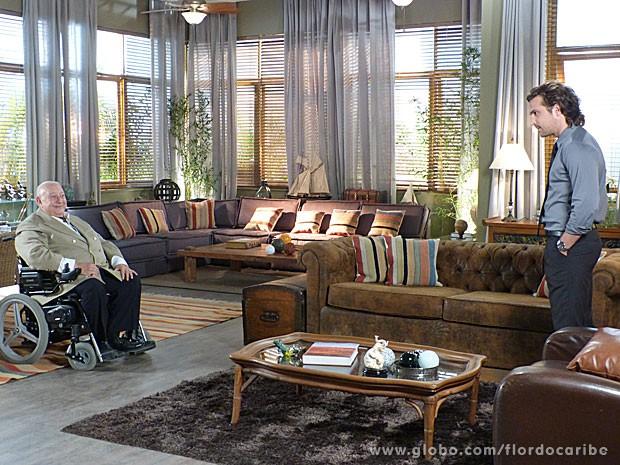 Alberto fica supreso com quadros (Foto: Flor do Caribe / TV Globo)
