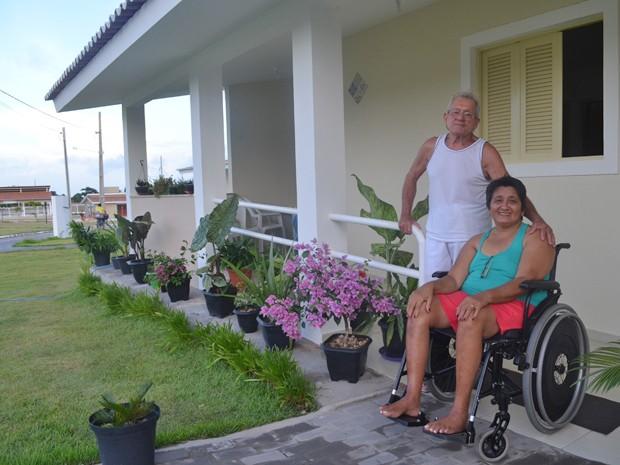 Seu Sílvio e dona Rosa encontraram conforto para envelhecerem juntos (Foto: Krystine Carneiro/G1)